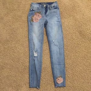 Skinny Ripped Jeans with Cute Rose Patches